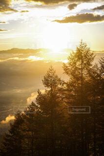 甘利山から見る日の出の雲海風景。の写真・画像素材[1630514]