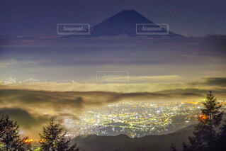 夜景×富士山×雲海の写真・画像素材[1641721]