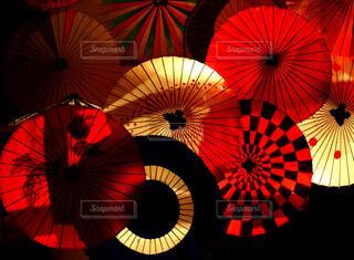 カラフルな傘の写真・画像素材[1668245]