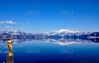田沢湖に映る秋田駒ヶ岳の写真・画像素材[1631733]