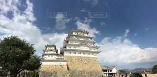 青空をバックにした姫路城 ワイドの写真・画像素材[1650830]
