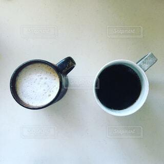 ブラックとカフェ・オ・レの写真・画像素材[1633639]