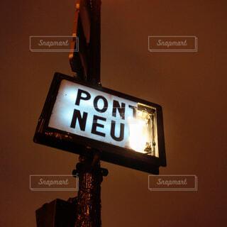 パリ・ポンヌフの看板の写真・画像素材[1633880]