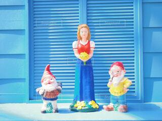 青い窓と白雪姫の写真・画像素材[1858587]