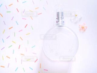 香水とお花の写真・画像素材[2066187]