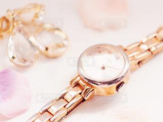 腕時計とアクセサリーの写真・画像素材[2230016]