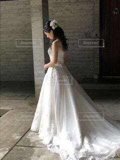 ドレスを着ている人の写真・画像素材[1636982]