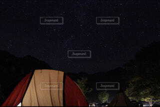 キャンプ場での星空の写真・画像素材[3674899]