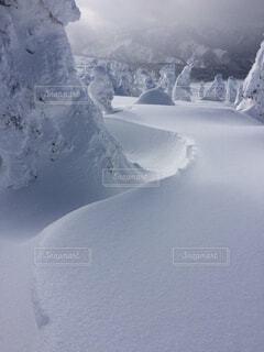 雪に覆われた山の写真・画像素材[1644566]