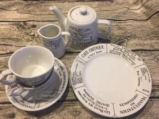 テーブルの上のコーヒー カップの写真・画像素材[1645567]