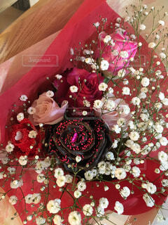 テーブルの上の花の花瓶の写真・画像素材[1800160]