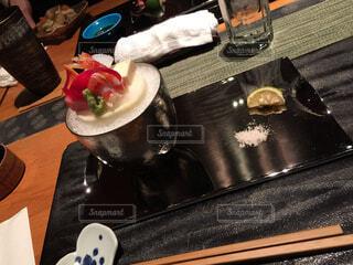 近くのテーブルの上に食べ物をの写真・画像素材[1643145]
