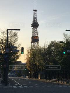 街の通りの信号の写真・画像素材[2128946]