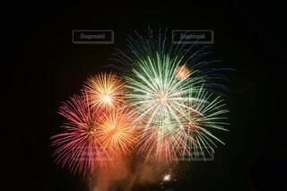 空に花火の写真・画像素材[1669642]
