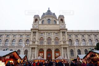 ウィーン、ホーフブルク宮殿とクリスマスマーケットの写真・画像素材[1645449]