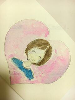 嬉し涙の笑顔か。それとも、泣きながら無理して作る笑顔か。の写真・画像素材[1785109]