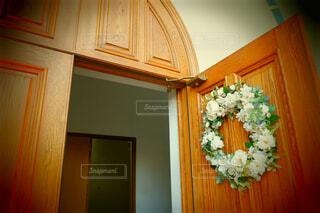 教会の入り口にての写真・画像素材[1796514]