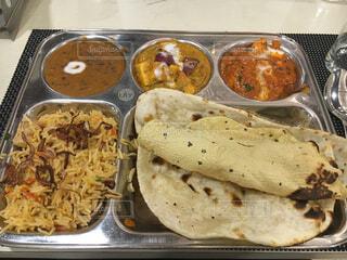 インドのカレー食べ放題レストランの写真・画像素材[2114918]