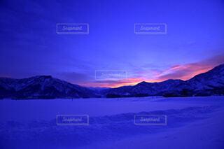 雪に覆われた山の写真・画像素材[1646755]