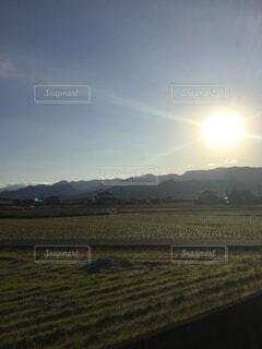 穏やかな田舎の朝の写真・画像素材[1698174]