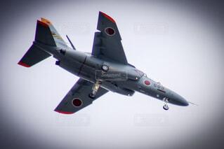 空を飛んでいるジェット T4練習機の写真・画像素材[1668922]