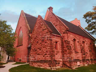 大きな赤いレンガの建物の写真・画像素材[1651720]