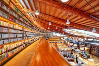 美しい図書館の写真・画像素材[1657086]