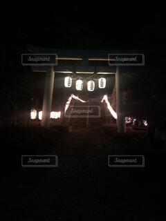 大晦日の幻想的な神社の写真・画像素材[1698008]