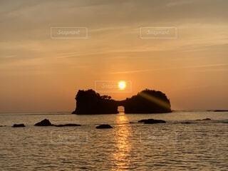 海に沈む夕日の写真・画像素材[2099117]
