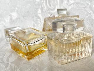 香水、ミニボトルの写真・画像素材[1873515]