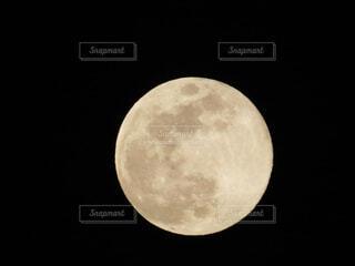 平成最後の満月🌕(2019/平成31年4月19日 20:18撮影)の写真・画像素材[2049208]
