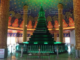 緑の光で建物の写真・画像素材[1652238]