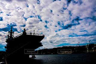 水の中の大型船の写真・画像素材[1652902]