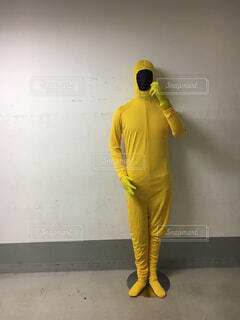 黄色いタイツの男の像の写真・画像素材[1653133]
