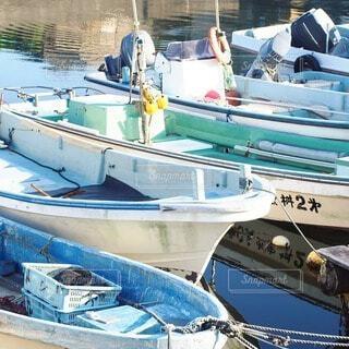 水域の小さなボートの写真・画像素材[2730414]