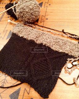 編みかけの手袋の写真・画像素材[1661365]