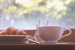 ケーキとコーヒーを一切れクローズアップの写真・画像素材[2358480]