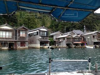 水にボートを持つ家の写真・画像素材[1656006]