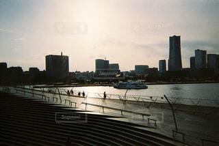 夕暮れの大桟橋の写真・画像素材[1655127]