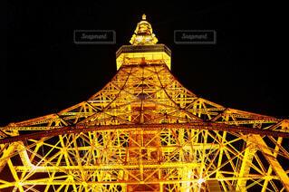 そびえ立つ東京タワーの写真・画像素材[1654842]