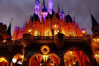 夜ライトアップ教会の写真・画像素材[1691607]