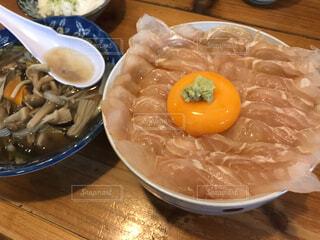 ひらめの漬け丼の写真・画像素材[1656094]