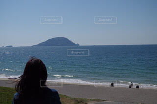 ビーチの前に立っている人の写真・画像素材[1668490]