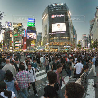 渋谷スクランブル交差点にて。の写真・画像素材[1656301]
