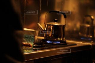 深夜のウィスキーロック。憩いのひと時。の写真・画像素材[1673631]