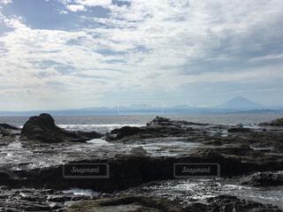 江ノ島の海と遠くの富士山の写真・画像素材[1659042]