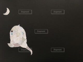 月と恐竜のちぎり絵の写真・画像素材[1659077]