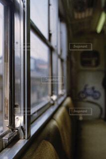 列車の窓の写真・画像素材[2306810]