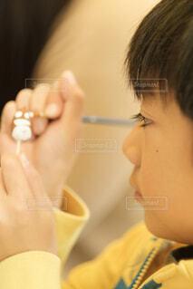 筆で色を付ける子供の写真・画像素材[1662084]