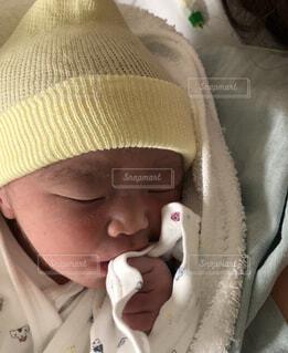 帽子をかぶった赤ちゃんの写真・画像素材[1675310]